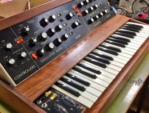 Moog Minimoog Restauration - Servicecenter Siedler | Pro Audio, Studiotechnik & DJ-Equipment